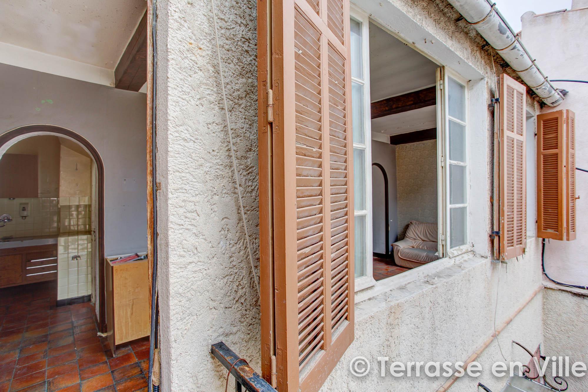 VIEUX LA CIOTAT – T3 DERNIER ETAGE – 48 m2 – 137 000 €