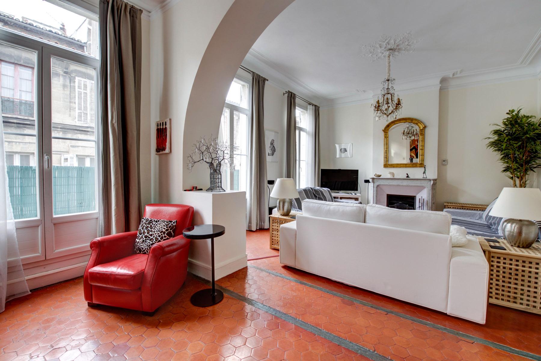 13001 – Longchamp/Réformés – T3/4 – 112m2 – Balcon – Chambre de Bonne – Cave – 325 000€