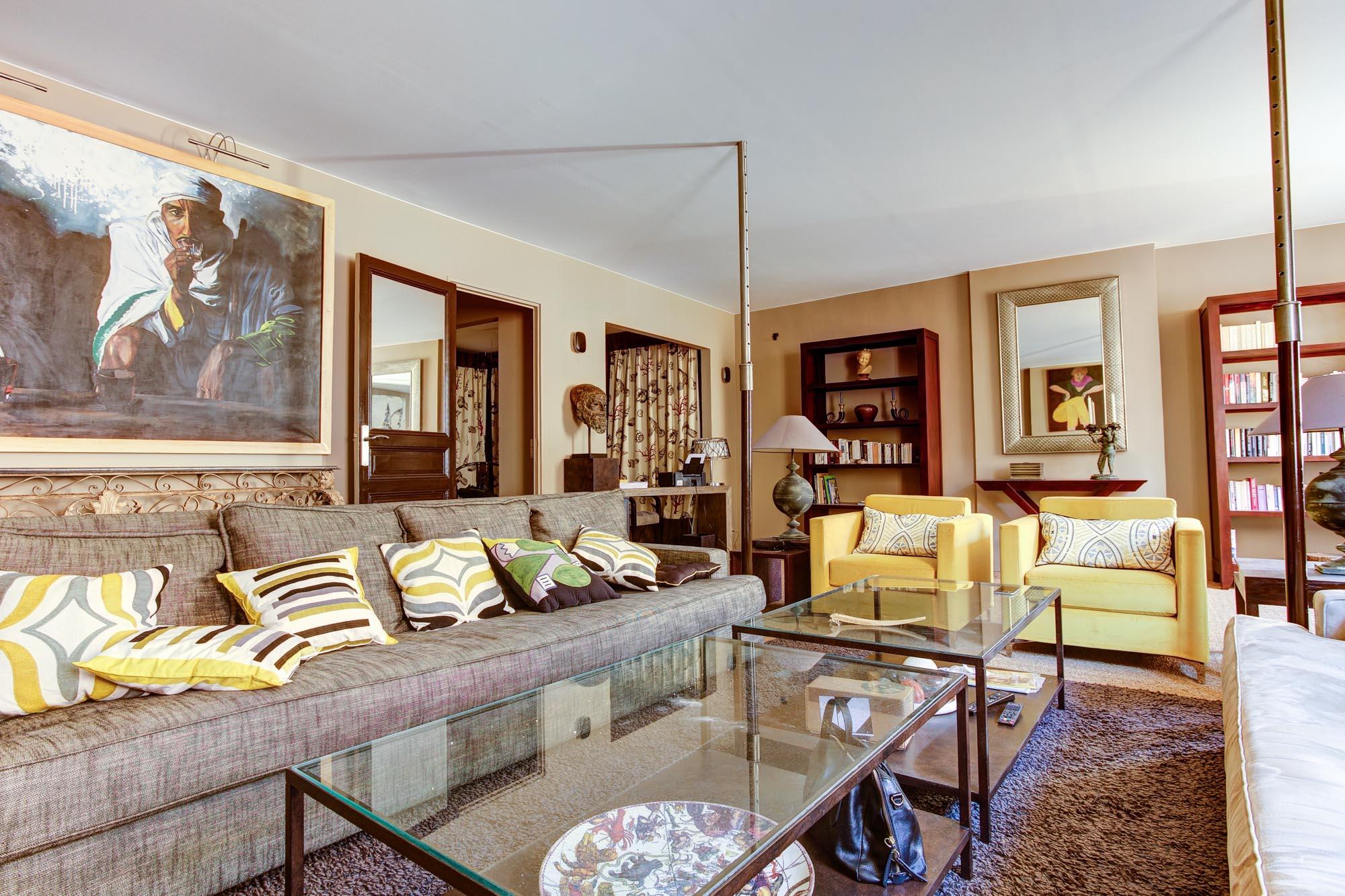 13100 – Hôtel de Ville – T3/4 – 140,72m2 – immeuble 17ème – 595 000€