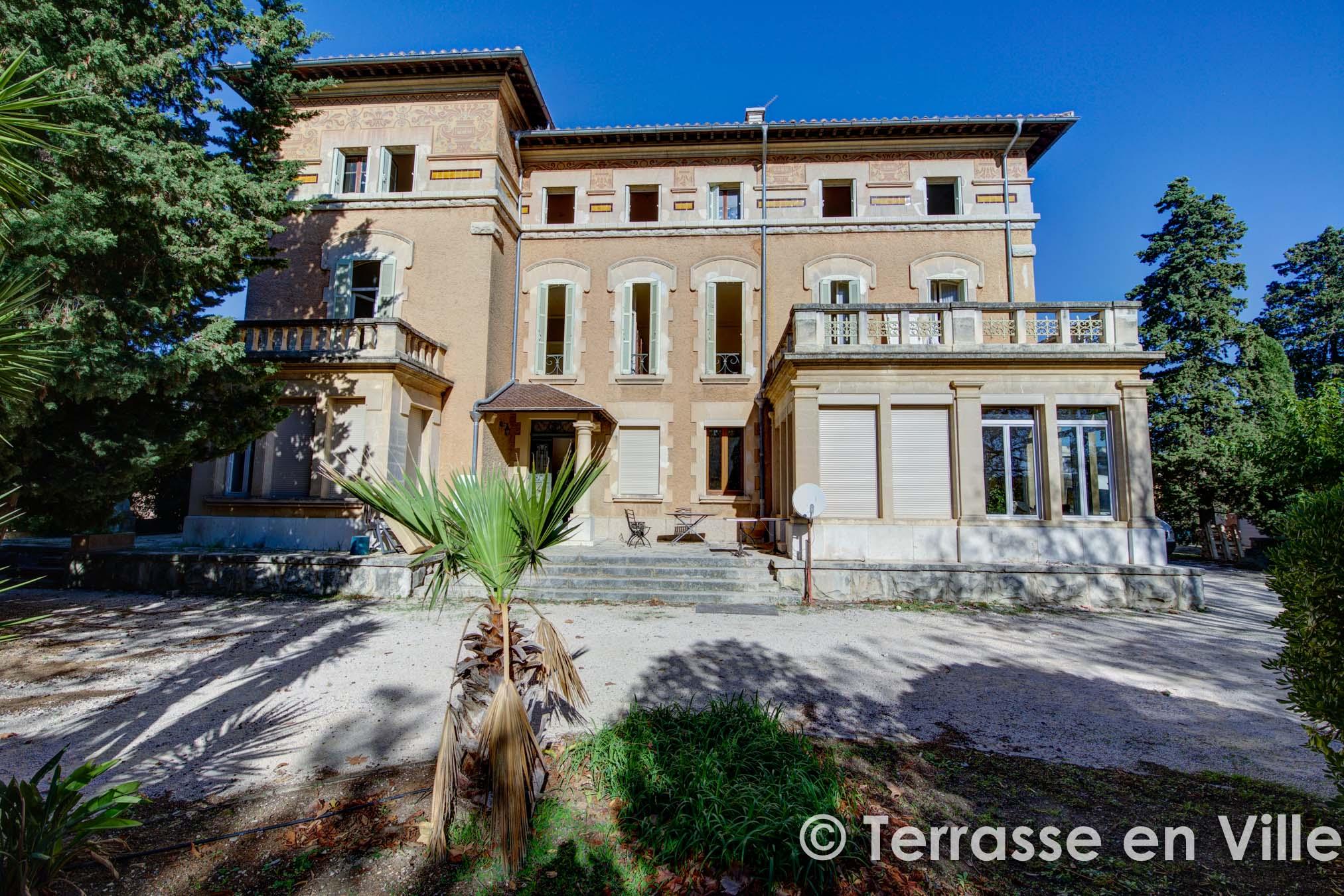 Sous compromis LA CIOTAT – T3 – 95 m2 – JARDIN 200 m2 – PARKING – VUE MER – 299 000 €